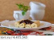 Блины с шоколадно-сливовым вареньем. Стоковое фото, фотограф Лидия Шляховская (Lidia Sleahovscaia) / Фотобанк Лори
