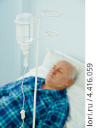 Купить «Капельница с раствором у кровати лежачего больного», фото № 4416059, снято 12 марта 2013 г. (c) Дмитрий Калиновский / Фотобанк Лори