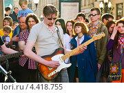Купить «Уличные рок-музыканты на параде мыльных пузырей Dreamflash», эксклюзивное фото № 4418755, снято 22 апреля 2012 г. (c) Алёшина Оксана / Фотобанк Лори