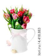 Купить «Тюльпаны в кувшине на белом фоне», фото № 4418883, снято 3 апреля 2012 г. (c) Наталия Кленова / Фотобанк Лори