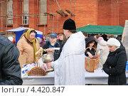 Купить «Освящение куличей и яиц в канун Пасхи», эксклюзивное фото № 4420847, снято 14 апреля 2012 г. (c) Алёшина Оксана / Фотобанк Лори