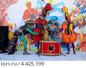 Купить «Артисты детского театра показывают сказку на Арбате, Москва», фото № 4425199, снято 25 мая 2007 г. (c) Мирослава Безман / Фотобанк Лори