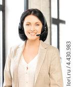 Купить «Красивая сотрудница технической поддержки с гарнитурой отвечает на телефонный звонок», фото № 4430983, снято 7 апреля 2012 г. (c) Syda Productions / Фотобанк Лори