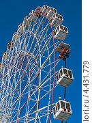 Купить «Колесо обозрения на фоне синего неба», фото № 4431779, снято 24 февраля 2013 г. (c) Игорь Рогожников / Фотобанк Лори