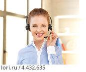 Купить «Красивая сотрудница технической поддержки с гарнитурой отвечает на телефонный звонок», фото № 4432635, снято 10 апреля 2012 г. (c) Syda Productions / Фотобанк Лори