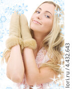 Купить «Привлекательная юная блондинка в замшевых рукавицах на белом фоне», фото № 4432643, снято 28 июня 2008 г. (c) Syda Productions / Фотобанк Лори