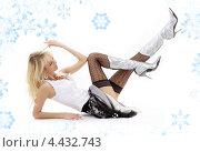 Купить «Привлекательная блондинка в черных чулках в сапогах на каблуках на белом фоне со снежинками», фото № 4432743, снято 27 октября 2007 г. (c) Syda Productions / Фотобанк Лори