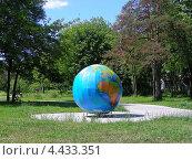 Купить «Глобус при входе в Измайловский лесопарк со стороны Большого Купавенского проезда, Москва», эксклюзивное фото № 4433351, снято 30 июня 2009 г. (c) lana1501 / Фотобанк Лори