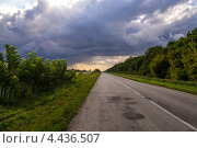 Пустая дорога перед грозой. Стоковое фото, фотограф Друзюк Олександр Степанович / Фотобанк Лори