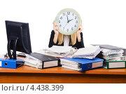 Купить «Деловая женщина за столом с большими часами и папками документов», фото № 4438399, снято 28 сентября 2012 г. (c) Elnur / Фотобанк Лори