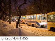 На трамвайной остановке зимой (2013 год). Редакционное фото, фотограф Моисеева Светлана / Фотобанк Лори
