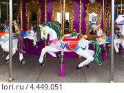 Купить «Городская карусель», фото № 4449051, снято 27 марта 2013 г. (c) Serhii Odarchenko / Фотобанк Лори