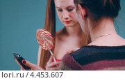 Купить «Девушка с большим леденцом», видеоролик № 4453607, снято 25 января 2013 г. (c) Коваль Василий / Фотобанк Лори