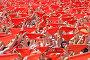 Большая толпа людей на городской площади с красными платками в руках, открытие фестиваля Сан-Фермин. Памплона, Наварра, Испания 6 июля 2012 года, фото № 4454531, снято 6 июля 2012 г. (c) Михаил Мандрыгин / Фотобанк Лори