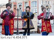 Купить «Народный ансамбль выступает на уличном фестивале», фото № 4454971, снято 12 марта 2013 г. (c) Victoria Demidova / Фотобанк Лори