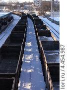 Железнодорожный состав у станции Тушино (2013 год). Стоковое фото, фотограф Николай Москвин / Фотобанк Лори