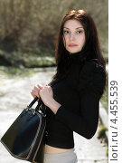 Купить «Красивая девушка с сумочкой на фоне парка», фото № 4455539, снято 11 апреля 2012 г. (c) Сергей Сухоруков / Фотобанк Лори