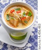 Купить «Тайский суп с лапшой и лососем», фото № 4456483, снято 21 июля 2018 г. (c) Food And Drink Photos / Фотобанк Лори