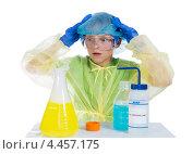 Купить «Ребенок в ужасе от того, что у него получилось в результате химического эксперимента», фото № 4457175, снято 30 марта 2013 г. (c) Ирина Кожемякина / Фотобанк Лори