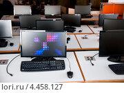 Купить «Настольные ПК на рабочих местах в компьютерном классе», фото № 4458127, снято 3 июля 2012 г. (c) Боря Гальперин / Фотобанк Лори