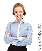 Купить «Очаровательная сотрудница кол-центра отвечает на звонок», фото № 4463187, снято 10 апреля 2012 г. (c) Syda Productions / Фотобанк Лори