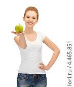 Купить «Красивая молодая женщина держит в руке зеленое спелое яблоко», фото № 4465851, снято 10 апреля 2012 г. (c) Syda Productions / Фотобанк Лори