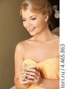 Купить «Привлекательная молодая женщина в полотенце с чашкой в руках», фото № 4465863, снято 9 июня 2012 г. (c) Syda Productions / Фотобанк Лори