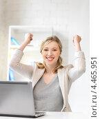 Купить «Счастливая молодая женщина работает за ноутбуком в офисе», фото № 4465951, снято 17 июня 2012 г. (c) Syda Productions / Фотобанк Лори