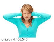 Купить «Несчастная юная девушка затыкает уши руками на белом фоне», фото № 4466543, снято 2 июня 2012 г. (c) Syda Productions / Фотобанк Лори
