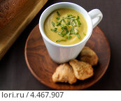 Купить «Кружка горохового супа», фото № 4467907, снято 23 мая 2019 г. (c) Food And Drink Photos / Фотобанк Лори