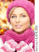 Купить «Очаровательная молодая блондинка в свитере и шарфе», фото № 4474359, снято 16 июня 2019 г. (c) Syda Productions / Фотобанк Лори