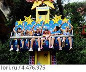 Купить «Дети. Парк аттракционов Тибидабо. Барселона», фото № 4476975, снято 2 сентября 2012 г. (c) Александр Головкин / Фотобанк Лори