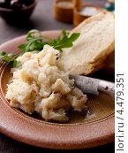 Купить «Закуска из соленой трески с хлебом», фото № 4479351, снято 16 января 2019 г. (c) Food And Drink Photos / Фотобанк Лори