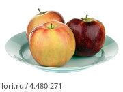 Купить «Яблоки на тарелке», фото № 4480271, снято 6 апреля 2013 г. (c) Игорь Веснинов / Фотобанк Лори