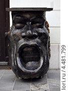 Необычная урна в виде лица человека, Любляна, Словения (2010 год). Редакционное фото, фотограф Ekaterina Shustrova / Фотобанк Лори