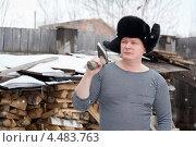 Купить «Мужчина в шапке-ушанке и с топором возле поленницы дров», фото № 4483763, снято 6 апреля 2013 г. (c) Типляшина Евгения / Фотобанк Лори