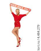 """Купить «Красивая девушка в красном платье с лентой, на которой написано слово """"скидка""""», фото № 4484279, снято 7 октября 2012 г. (c) Syda Productions / Фотобанк Лори"""