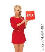 Купить «Соблазнительная девушка в платье с красным знаком со словом скидка», фото № 4484487, снято 7 октября 2012 г. (c) Syda Productions / Фотобанк Лори