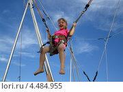 Купить «Весёлая девочка на аттракционе», фото № 4484955, снято 11 июня 2011 г. (c) Nikolaj Kondratenko / Фотобанк Лори