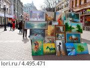 Купить «Москва. Выставка-продажа картин на Старом Арбате», эксклюзивное фото № 4495471, снято 10 апреля 2013 г. (c) Яна Королёва / Фотобанк Лори