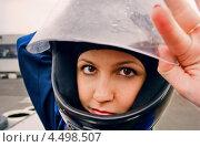 Девушка в гоночном шлеме. Стоковое фото, фотограф Юрий Селиванов / Фотобанк Лори