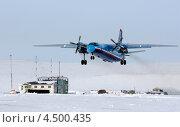 Купить «Взлёт самолёта с заснеженного чукотского аэродрома», фото № 4500435, снято 12 апреля 2013 г. (c) Максим Деминов / Фотобанк Лори