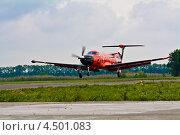 Взлёт самолёта Pilatus PC-1247E (Бортовой номер RA-01504) – первое российское авиатакси – Dexter (2012 год). Редакционное фото, фотограф Пётр Квашин / Фотобанк Лори