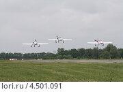Взлёт звена самолётов (2012 год). Редакционное фото, фотограф Пётр Квашин / Фотобанк Лори