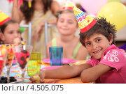 Купить «Улыбающийся мальчик празднует День рождения», фото № 4505075, снято 12 июля 2010 г. (c) Phovoir Images / Фотобанк Лори