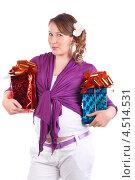 Купить «Беременная девушка в фиолетовой кофточке с подарками», фото № 4514531, снято 6 февраля 2012 г. (c) Losevsky Pavel / Фотобанк Лори