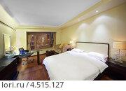 Купить «Гостиничный номер с двухместной кроватью», фото № 4515127, снято 22 ноября 2011 г. (c) Losevsky Pavel / Фотобанк Лори