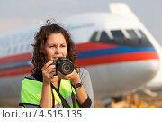 Купить «Девушка с фотоаппаратом на фоне самолёта, споттинг в Домодедово 1 сентября 2011», фото № 4515135, снято 1 сентября 2011 г. (c) Losevsky Pavel / Фотобанк Лори