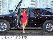 Купить «Молодая женщина в красном платье выходит из черного автомобиля», фото № 4515179, снято 3 сентября 2011 г. (c) Losevsky Pavel / Фотобанк Лори
