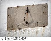 Купить «Старинные солнечные часы на стене», фото № 4515407, снято 12 марта 2013 г. (c) EugeneSergeev / Фотобанк Лори